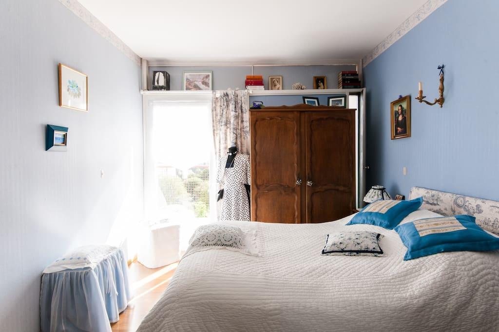 Chambre double , calme , vue sur 6 privé , accessoires balcon