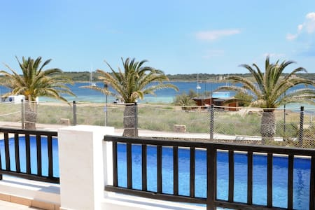 Villa espectacular vista. Internet. - Fornells