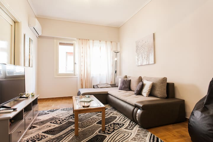 80m2 Traditional Greek Apt in Center/Exarchia