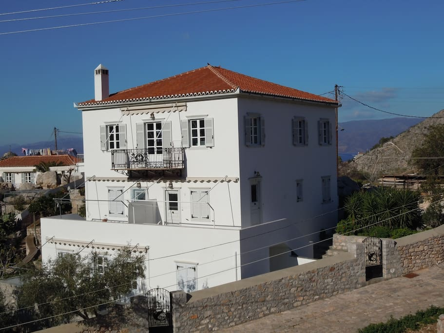 VillaHydra. The studio is in the middle floor, entrance and ddoor to the right.