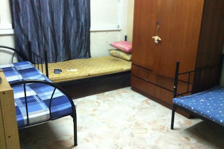 cheap but cozy transient room  - Manila - Haus