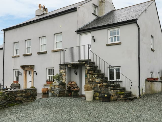 LANE HEAD, pet friendly, with a garden in Cartmel, Ref 906822