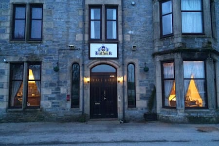 Gordon's Public HouseTwin room - Tomintoul - Bed & Breakfast