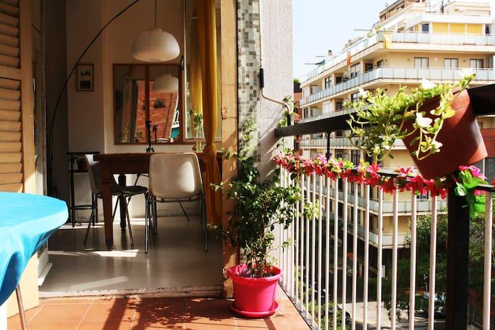 Double bedroom in arty Gracia flat - Barcelona - Pis