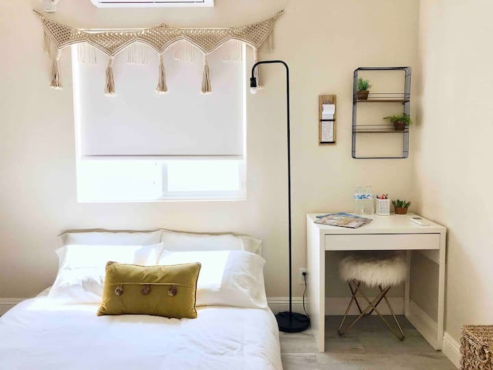 Longterm stay w/ private bath in Westminster, CA