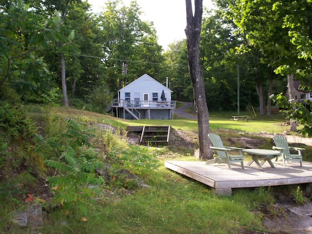 2 Bedroom cottage w loft Bob's Lake