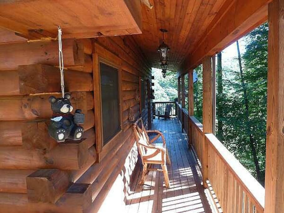 2 huge wraparound decks with great views