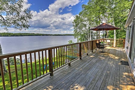 Updated 3BR Maranacook Lake Cabin w/ Hot Tub! - Winthrop