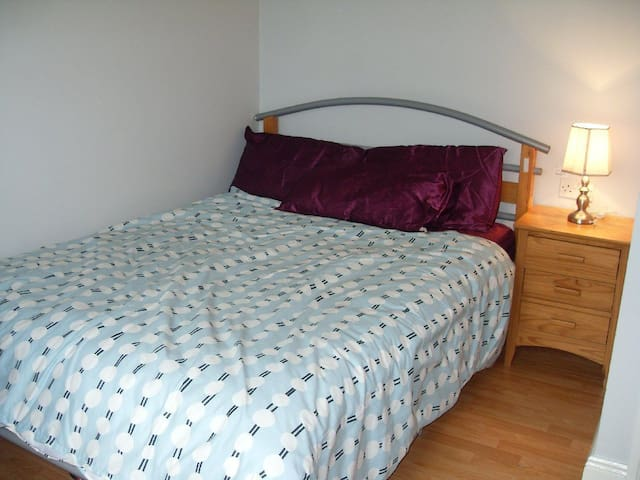 A cosy bedroom in the town of Nenagh