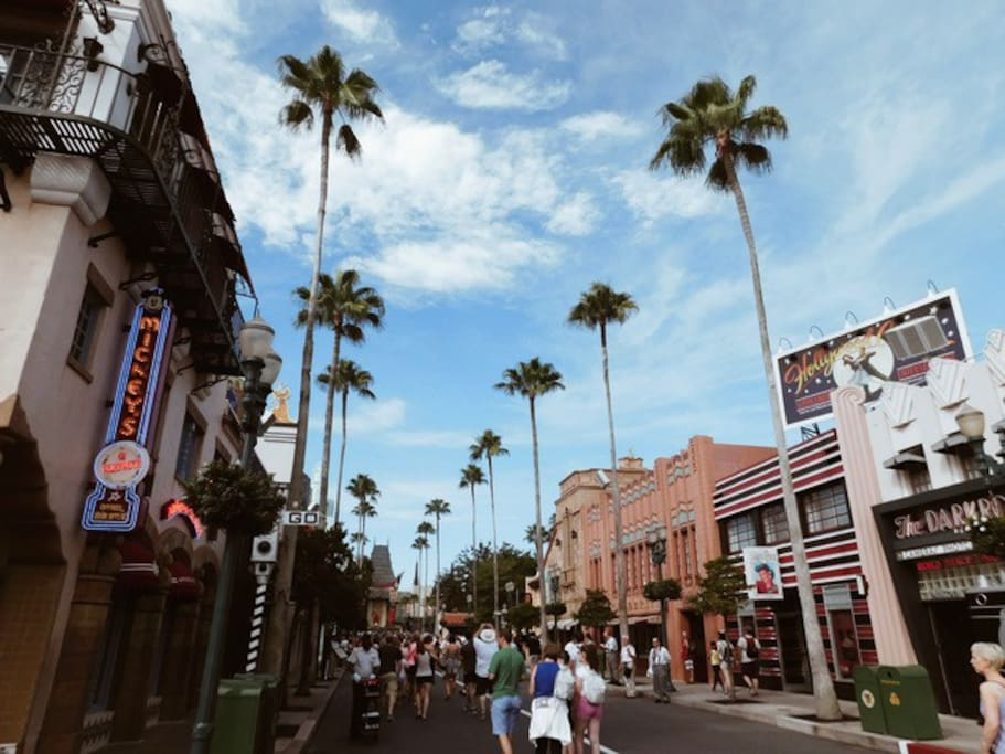 40 minutes to Hollywood Studios