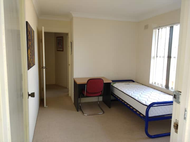 Cosy room with single bed BR3