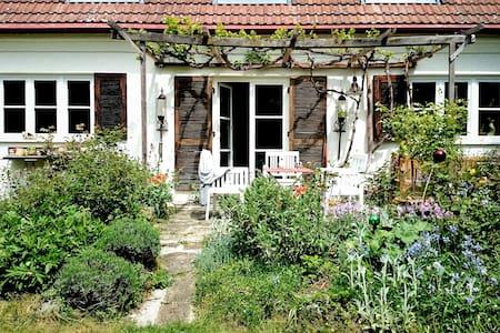 Traumhaftes Künstlerhaus mit großem Garten - Munique - Casa