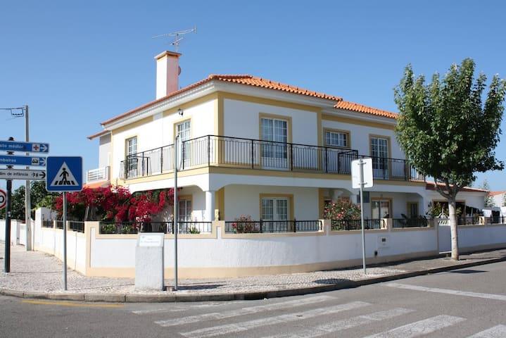 Chambre privée chez l'habitant - São Jacinto - Huis