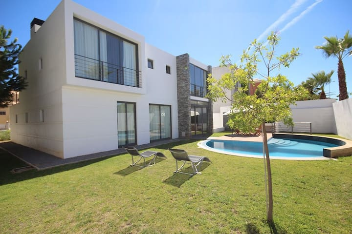 Villa with private pool 150m from the beach - Portimão - Huis