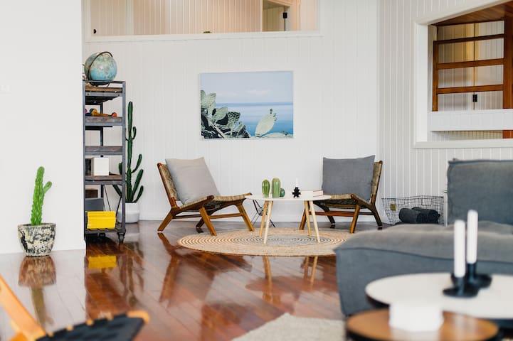 Near The Beach - Stylish home in Crescent Head