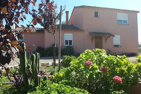 Casa con jardin - amplia habitación - Alcover