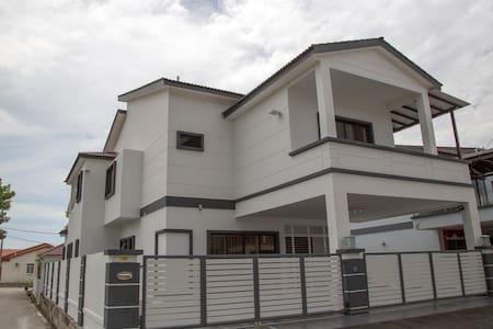 KB Home Stay - Bukit Mertajam - Ház