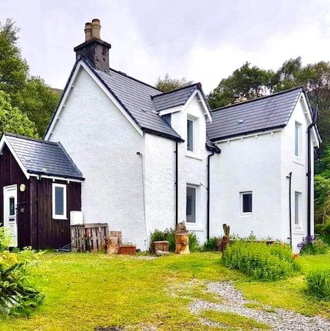 Bracara Cottage met een prachtig uitzicht op Loch Morar