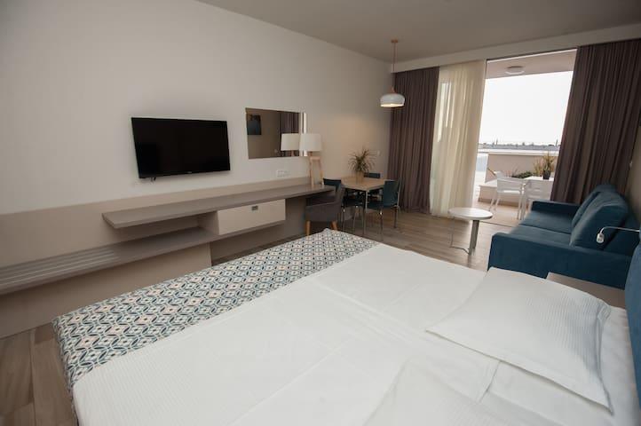 Romana Beach Resort Studio, Balcony and Sea View - Makarska - Apartment