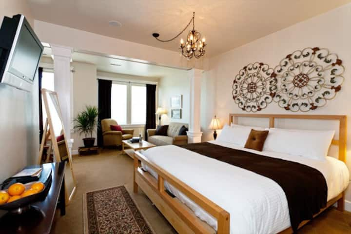 Luxury Jacuzzi King Suite C4