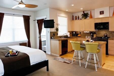 Luxury King Suite w/Full Kitchen - Hillsboro - Villa