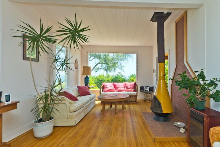 Charming Beach Cottage - Summerland - Σπίτι