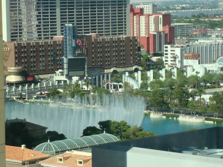 Vdara deluxe suite (Bellagio fountain view) for 4.