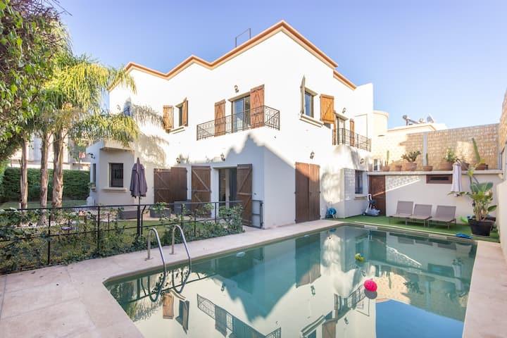 Villa moderne avec piscine proche centre ville
