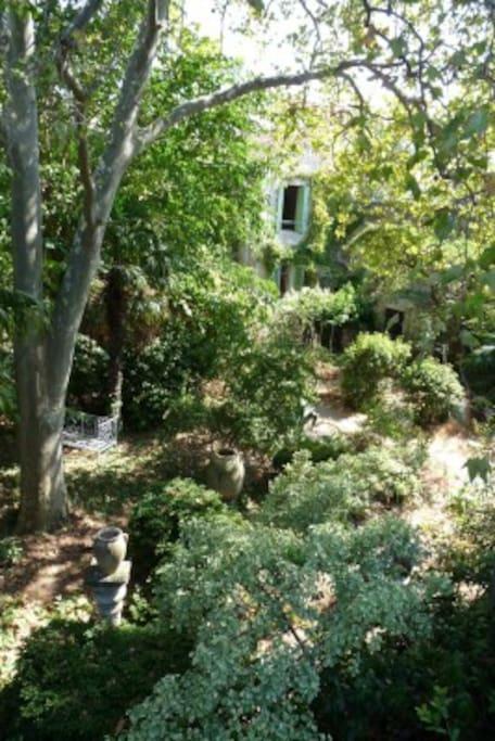 Maison enti re dans un jardin calme maisons louer Entretien jardin villeneuve les avignon