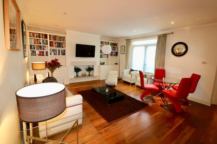 Family 2 Bedroom Elegant Apartment Earls Court