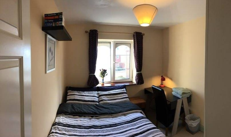 Double Bedroom in Cork with parking - Cork - Apartment