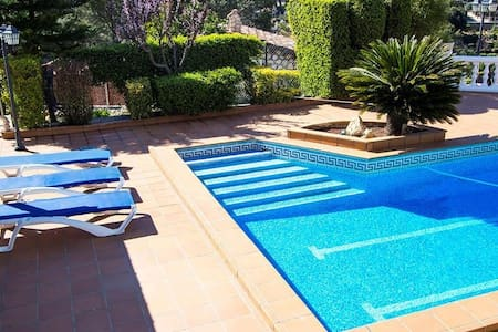 Beautiful mountain villa in Torrelles with a large private pool, 15km from Barcelona! - Barcelona Region