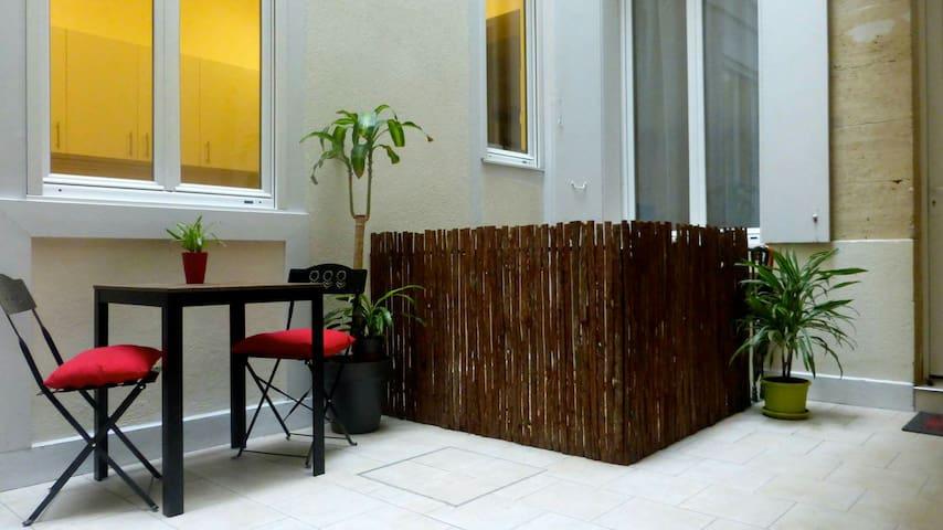 Chambre et terrasse privée au coeur de Bordeaux - Bordeaux - Bed & Breakfast