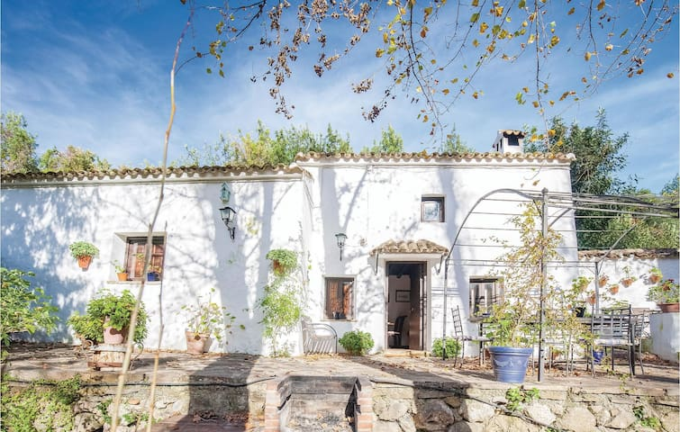 Holiday cottage with 2 bedrooms on 75m² in Benamahoma