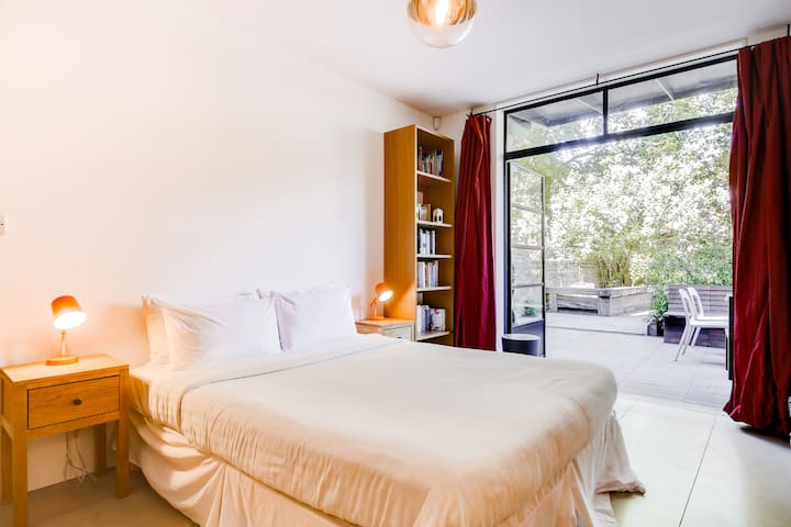 Incredible 1 bed w/garden near trendy Dalston