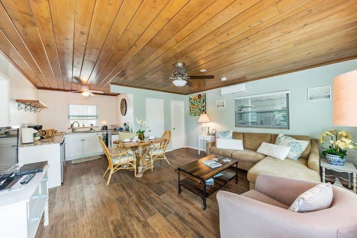 Bay Breeze Cottages #1 (The Mahi-Mahi)