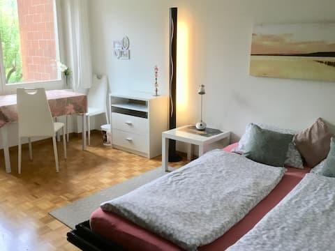 Ruhiges Zimmer am Vierwaldstättersee/Lake Lucerne