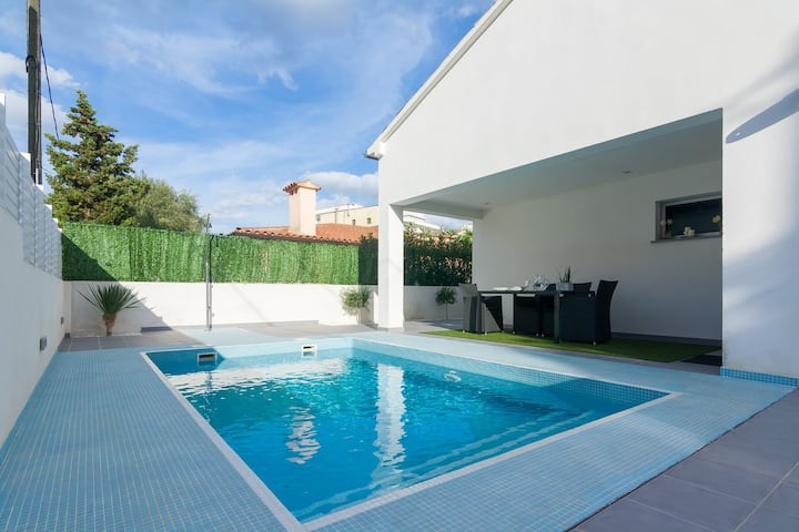 Beautiful villa with pool in Can Picafort.