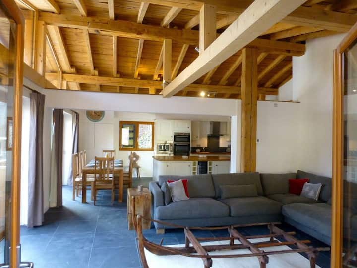 Luxury penthouse in Morzine centre! Sleeps 8