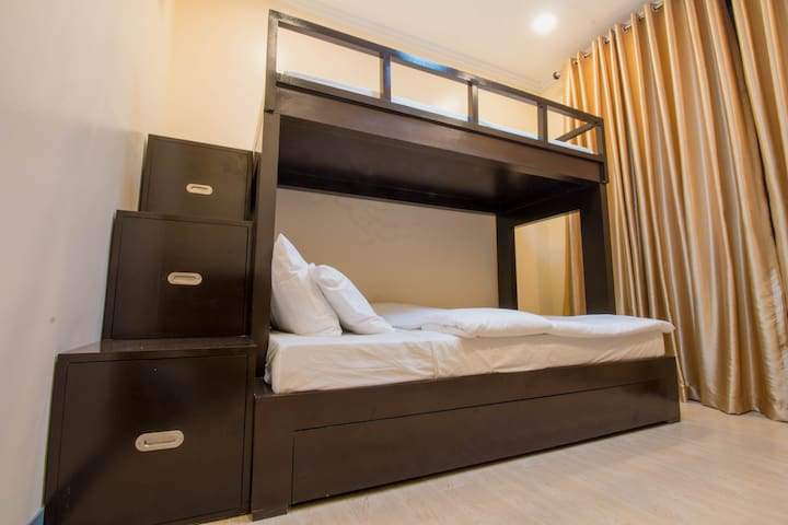 Bunkbed w/ Trundle, 1F