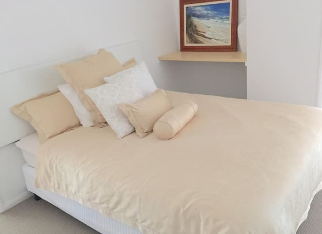 At the 1st. Stay 1-3 days. Sleeps 5 - Banksia Beach - Apartment