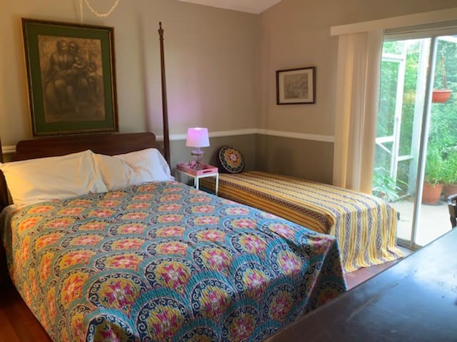 Orlando/ Apopka,  sleeps 3,  queen and single bed