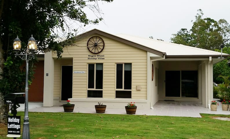 "Wagon Wheel Holiday Villas: ""Macadamia Villa"" - Canungra - Huvila"