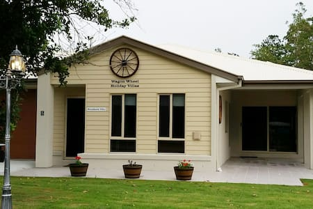 "Wagon Wheel Holiday Villas: ""Macadamia Villa"" - Canungra"