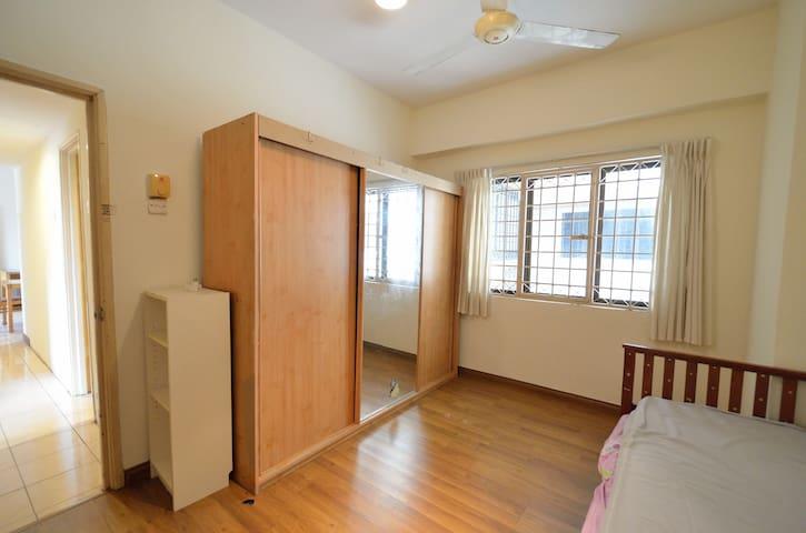 Small Room near Sri Petaling LRT - 553 - Kuala Lumpur - Huoneisto
