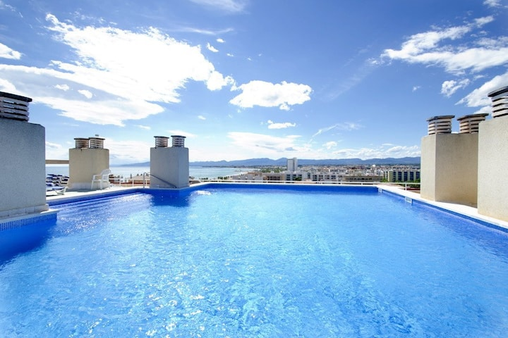 Fantastic Pool on the Rooftop with Sea Views CENTRAL PARK APARTMENTS