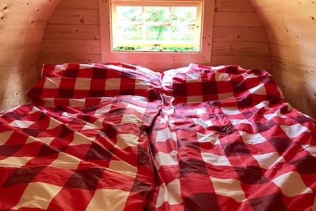Schlafen im Holzfass 2