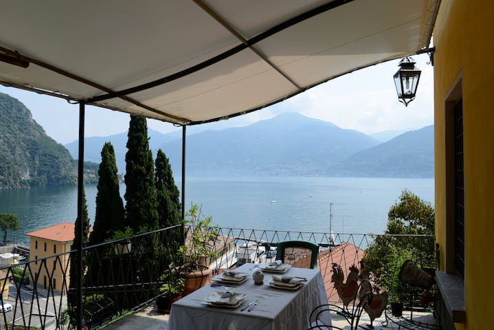 Romantic front lake Como attic  - Menaggio - Appartement