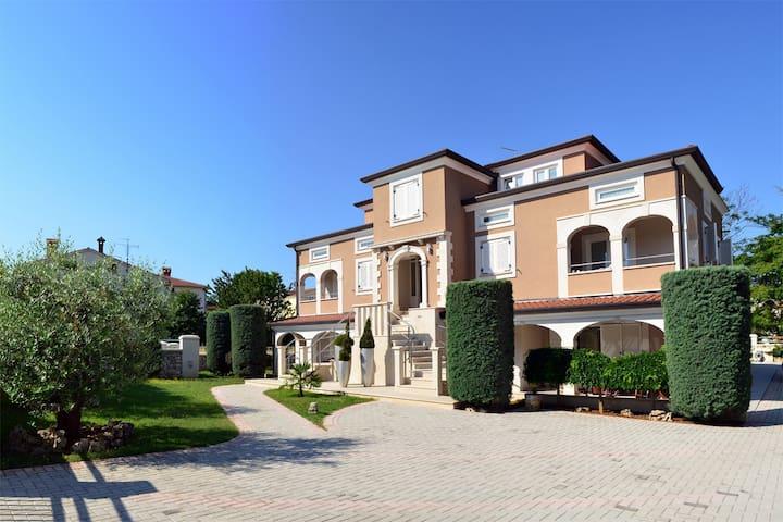 Apartmani Noa-02-Mediterranean boat - Funtana - Apartment
