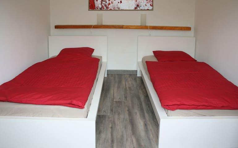 Schlafen im Einzelbetten oder auch als großes Doppelbett.